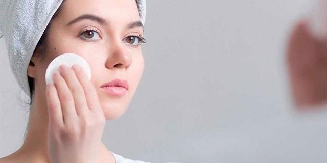 Da dầu mụn rất cần dưỡng ẩm bởi tình trạng thừa dầu thiếu ẩm