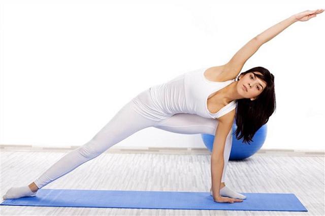 Tăng cân bằng cách luyện tập thể dục thể thao hàng ngày.