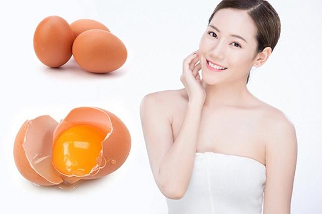 Trị mụn ẩn bằng lòng trắng trứng.