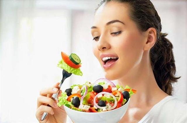 Ăn uống healthy là cách giúp tăng cường sức đề kháng cho làn da nhạy cảm