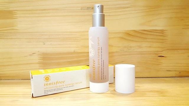 Serum dưỡng trắng da Innisfree Whitening Pore Synergy giúp nâng tông da một cách tự nhiên, ngăn ngừa những đốm nâu trên da.