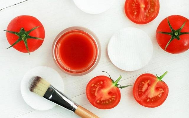 Cà chua làm các vết thâm mụn dần dần biến mất