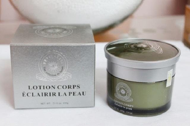 Kem dưỡng ẩm toàn thân Revitalite Body Lotion Whitening Skin có khả năng làm trắng da an toàn.