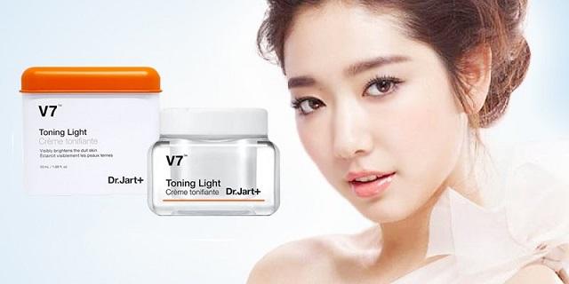 Dòng kem dưỡng này có thiết kế rất sang trọng, bắt mắt và được đánh giá cao về chất lượng, hiệu quả dưỡng trắng da