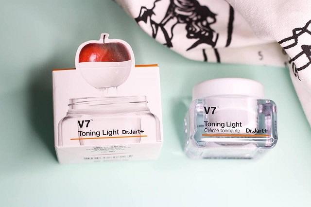 Bạn có thể dễ dàng tìm mua kem dưỡng V7 tại các cửa hàng, trung tâm thương mại có bán mỹ phẩm Hàn Quốc