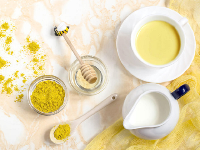 Bạn có thể sử dụng mặt nạ nghệ và sữa chua để trị nám da 3 - 4 lần mỗi tuần