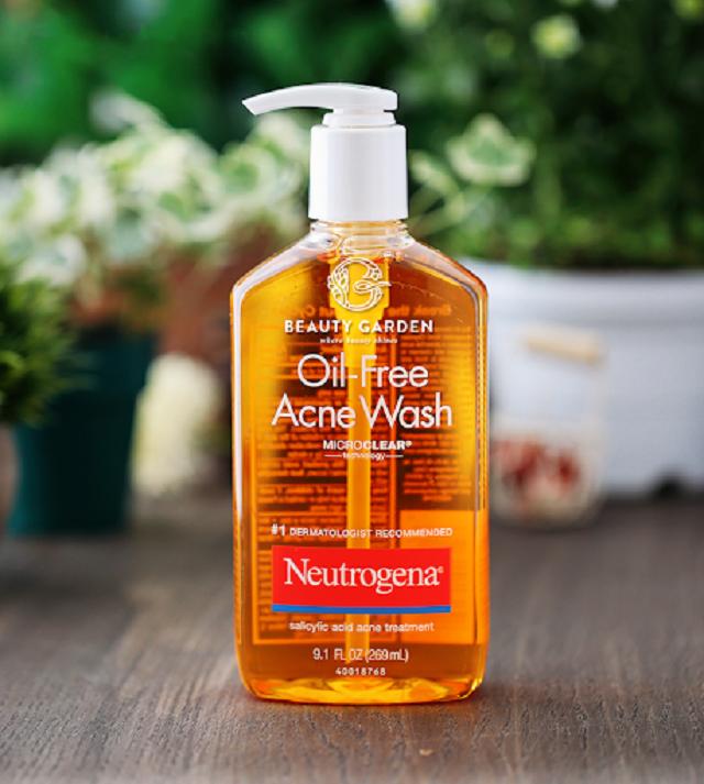 Sữa rửa mặt trị mụn Neutrogena Oil-Free Acne Wash có thể tẩy được tế bào chết